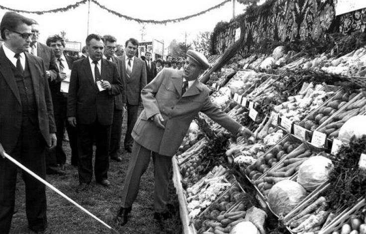 Ceausescu ne-a lasat fara datorii, cu o industrie puternica, o agricultura irigata si intensiva. Noi am pierdut totul, inclusiv independenta statului – Extra News