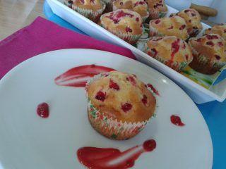Muffin ai ribes rossi   La Cucina di Milena http://blog.giallozafferano.it/lacucinadimilena/muffin-ai-ribes-rossi/ I muffin ai ribes rossi sono buoni a colazione,a merenda,oppure se avete voglia di un dolcetto dopo cena.