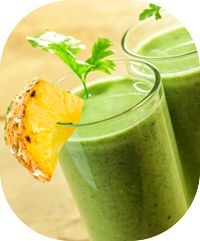 Saiba como fazer suco de abacaxi com salsinha, ótima receita para tomar durante a dieta para emagrecer. O abacaxi é rica em água e fibras