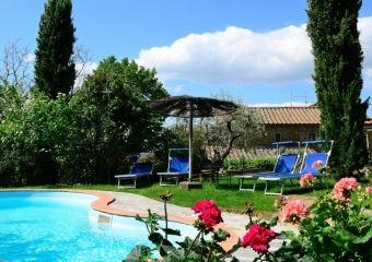 VILLA MARTINA - Stone house with private garden and pool for sale close to Cortona, Arezzo, Tuscany - SHOP Online www.cortonarealestate.it