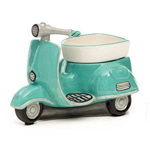 Vintage meets vroooom! Rev up your décor with this retro-perfect scooter, hand-painted in a classic color scheme to charm the classic queen in all of us.