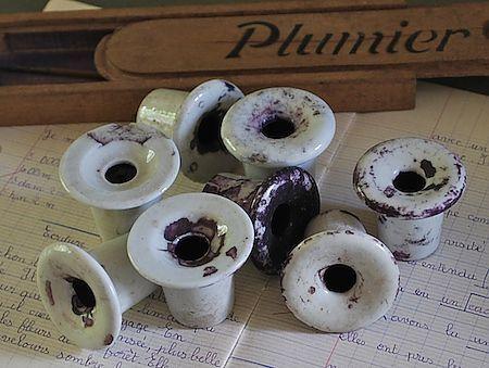 French plumier Ces encriers se trouvaient sur les bancs de l'école...