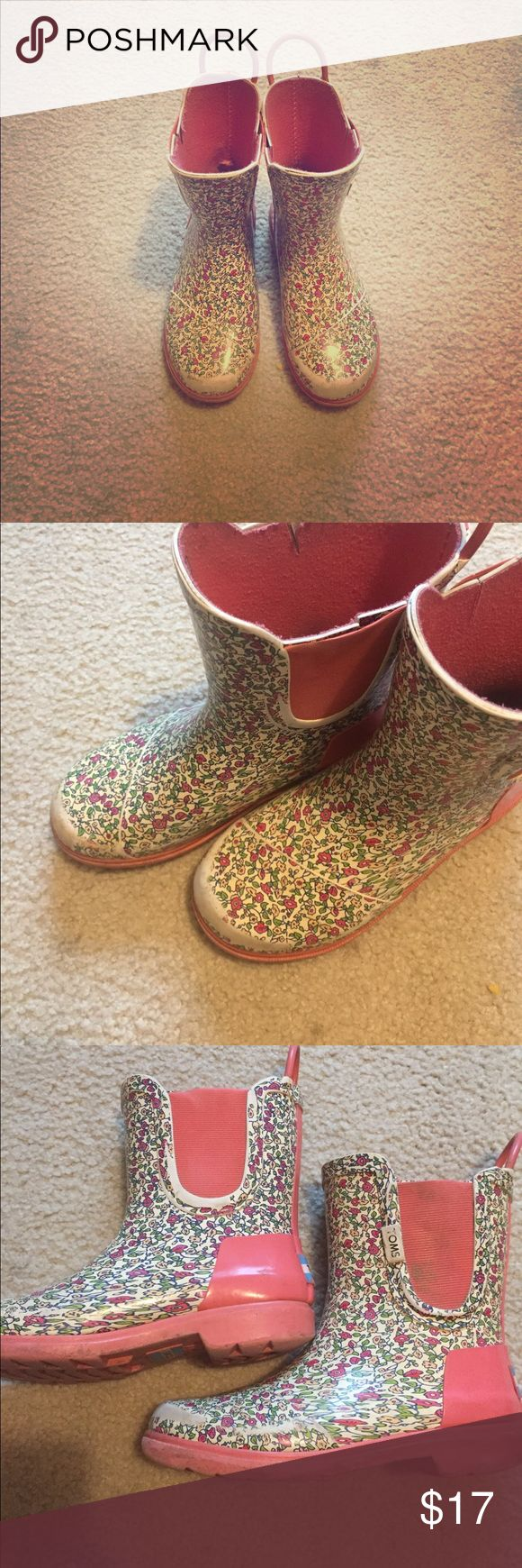 Girls toms rain boots These do have ware and tear however are fabulous boots !!! Toms Shoes Rain & Snow Boots