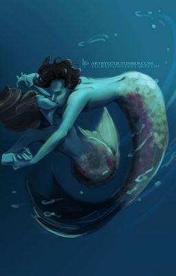 #wattpad #fan-fikce Sequel k Malé mořské víle, kde na jiném břehu moře žije mořská víla Kate a v zámku na pobřeží Sherlock. Mycroft se má zanedlouho stát králem, ale co s bratrem, který se zamiloval do víly? zvolí Sherlock život na souši nebo v moři?