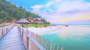 A beautiful place to relax for one who needs a quite spot and chill for romantic long weekend. Telunas beach has crystal celar water, with the natural beauty of fascinating underwater.