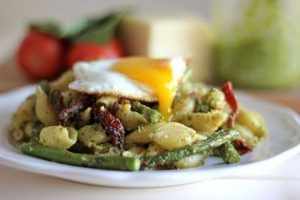 Delicious Pesto Pasta with Asparagus & Sun Dried Tomatoes