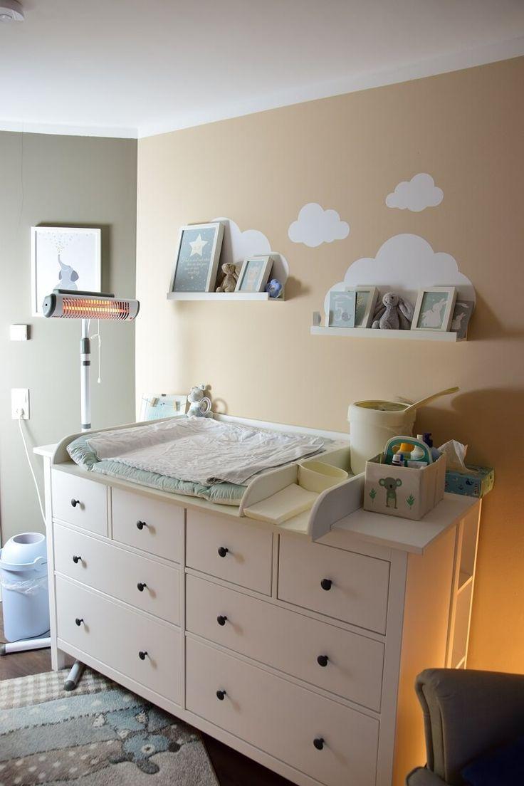 Unser Babyzimmer mit Wickeltisch, Windeleimer und Wickelauflage von Puckdaddy   – Geburt