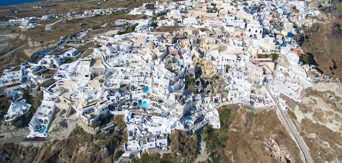 (Video) See Santorini's Stunning Beauty From Above in Less Than Three Minutes. Try to spot Oia Mansion. selected by www.oiamansion.com