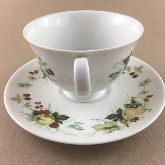 Royal Doulton LARCHMONT TC 1019 Made in England Fine China
