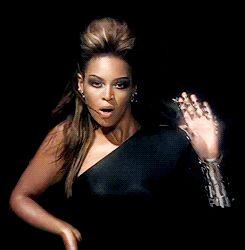 I Am ....Sasha Fierce ( gif )