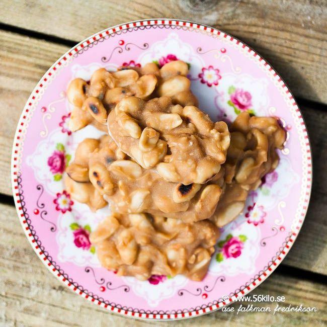 Här kommer ett grymt gott, hälsosammare godis till er som liksom jag älskar jordnötter! Godiset kan göras helt mejerifritt genom att använda kokosgräde (det hade jag) och sötningen bestämmer ni själv vad ni vill ha! (Honung måste det dock vara i receptet annars blir inte konsistensen bra) Näringsvärdena hittar ni längst ner i receptkortet. Smaklig […]