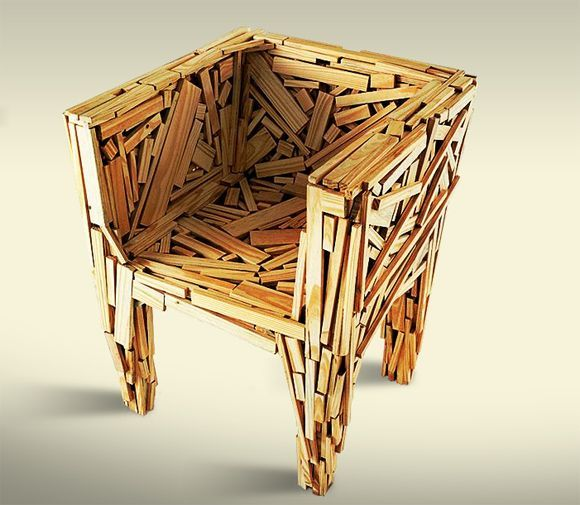 Cadeira Favela – Inspiradas nas favelas de São Paulo e usando sarrafos de madeira encontradas nas ruas, os irmãos Campana criaram um móvel único.