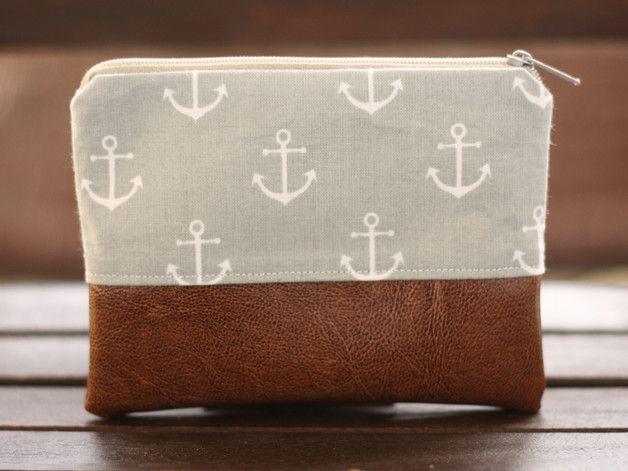 Süße maritime Kosmetiktasche mit Ankern und Leder / cute makeup bag with anchors and leather made by  Fadenmädchen via DaWanda.com