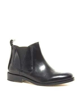 best 25 flat chelsea boots ideas on pinterest black boots flat flat black ankle boots and. Black Bedroom Furniture Sets. Home Design Ideas