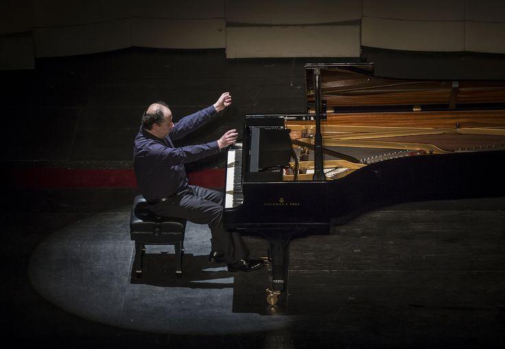 Luis Alberto Latorre - Grandes Pianistas. Foto de Patricio Melo