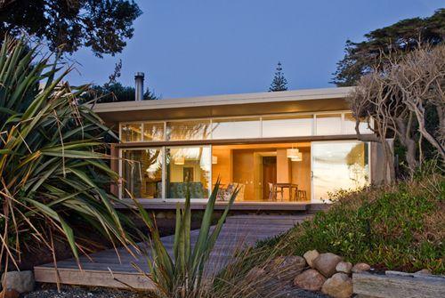 Raumati Beach House in New Zealand by Herriot + Melhuish