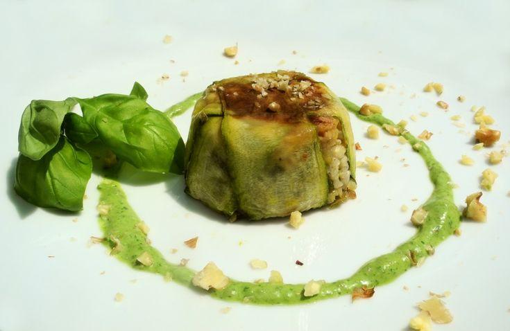imballo di riso integrale e zucchine con salsina verde e noci