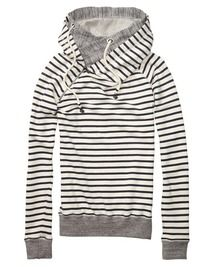 You don't have to look sloppy on your laidback home alone days. This comfy sweater features a double-layered hood and comes in different luxurious qualities and colours. Be cosy and look great, because you never know whom you will stop by.