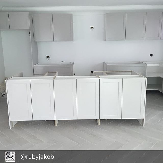 Our customers @rubyjakob beautiful new kitchen coming together. Featuring our Toko Pearl (1000) Timber Tile. How amazing does it look!! A timber tile suits every room of the house and they come in a variety of colours ✨#designtilesrockdale #dtmyhouse #timbertile #kitchen #interiordesign
