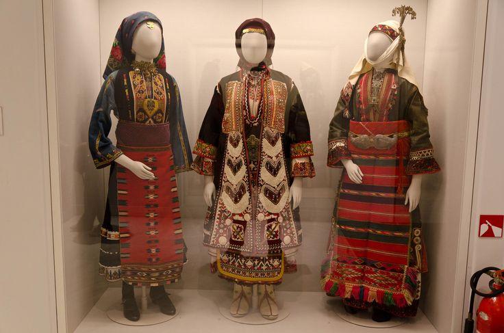 Costumes+Benaki+Museum+2011+rs.jpg 1479 × 980 bildepunkter