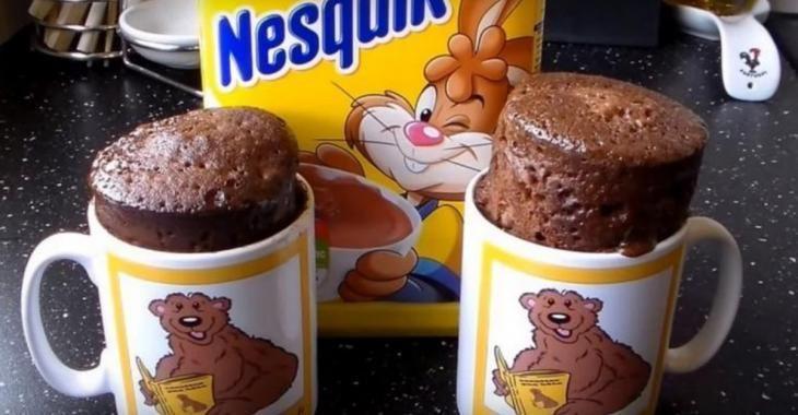 Réalisez ce gâteau au chocolat en moins de 5 minutes seulement! Un vrai régal!