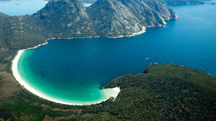 Wineglass Bay, Freycinet National Park, TAS. © Tourism Tasmania  Chris Bray Photography