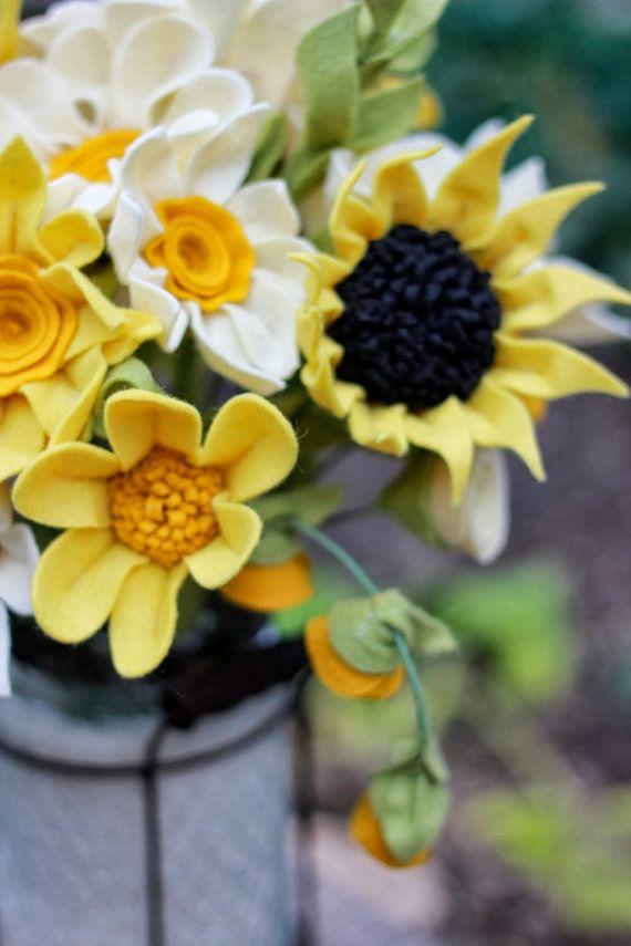 Большой желтый фетр Цветочная композиция Номер по TheFeltFlorist