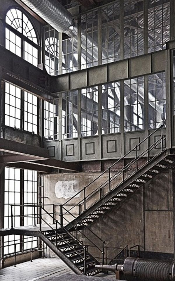 Industrial at it's best! If only I could find a space like this.....(sigh)