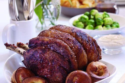 Si quieres probar una típica cena británica, disfruta un Roast Beef con pudin Yorkshire #gastronomía