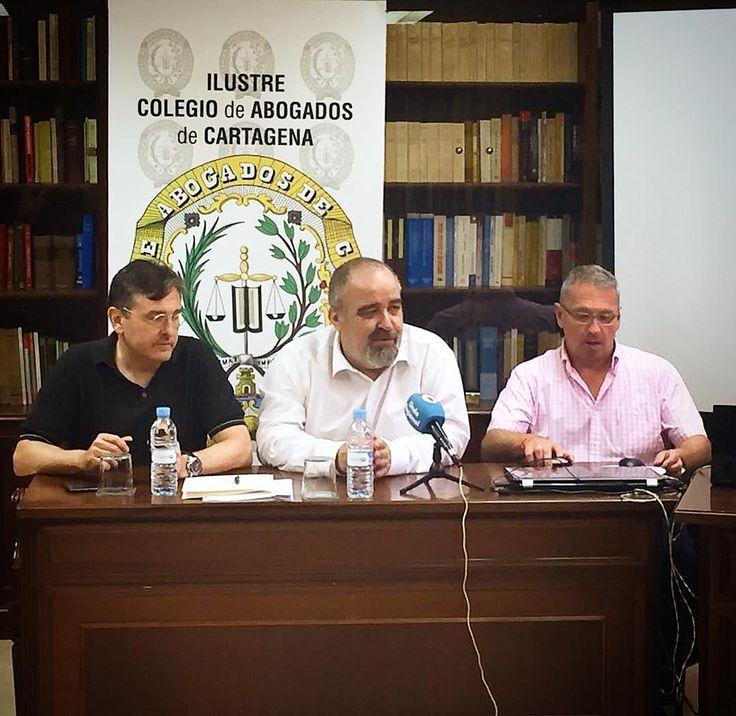 Hoy tocaba rueda de prensa para hablar de la lamentable situación en que se desarrolla el trabajo de los abogados del turno de oficio. #TurnoDeOficio #Abogados #Lawyers #ES #Spain #Lawyer