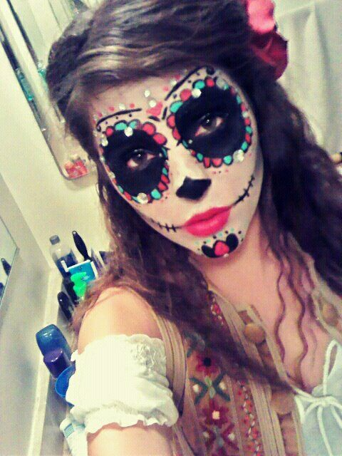 Dia de los Muertos Make-up -@Heather Creswell Creswell Robinson we should do this for halloween!