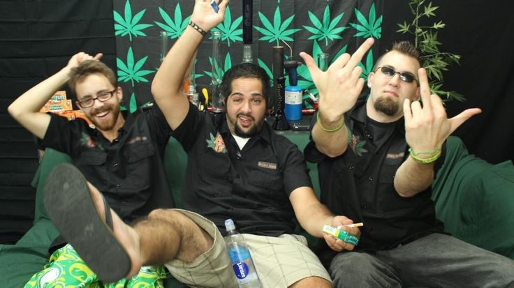 Hemp Beach TV Episode 196 Cannabis user had Samurai swords in car, Thousands of cannabis plants in old Birmingham pub, Raids snag marijuana, guns, more than 30 dachshunds & more with Freshman McFresh, Blazy O'Brian & Max Toker With your weekly dose of 420 entertainment, news, games, movies and reviews. Please leave your honest opinion, comments, questions or concerns so we may tweak the show for your future enjoyment! This show is for entertainment purposes only. In other words don't try…