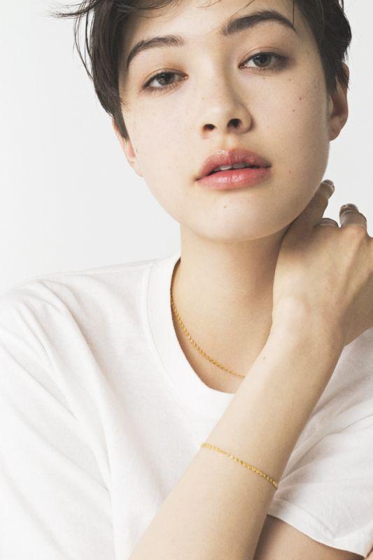 「25歳はこの1枚!」VO;L6「Marie-Hélène de Taillac(マリーエレーヌ ドゥ タイヤック)」のゴールド・パイエットジュエリー | FASHION | ファッション | VOGUE GIRL