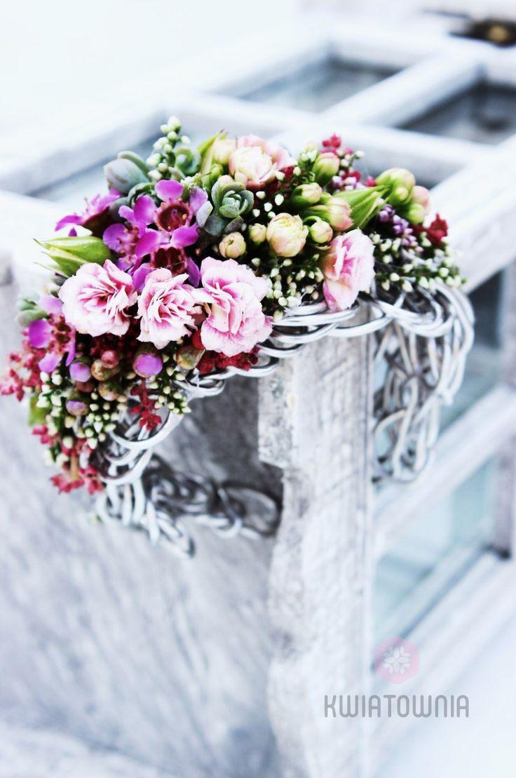 #kwiatownia #buttonhole #buttonholes #weeding #instagram #flowers #kwiaty #decor #decorations #flowersofinstagram #art #floral #fasion #handmade #ceremony #love #bride #bridesmaid #jewellery #bracelet