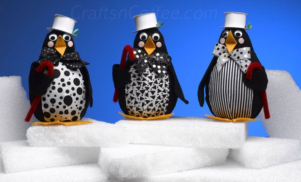 How to make 10 super-cute penguin crafts. So adorable, looks like I will have to take up yet another craft. Needle felting here I come.
