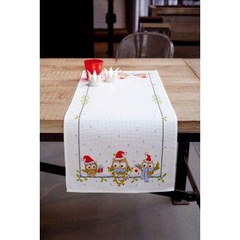 Borduurpakket van een leuke tafelloper voor de kerst met grappige uiltjes.