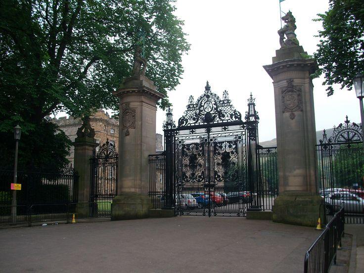 #edinburgh #scotland #holyrood #palace #gate