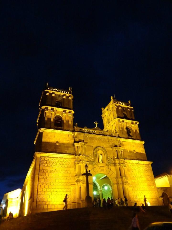 Una imagen de la iglesia de Barichara iluminada. (Suministrada: Eduardo Andrés Camacho Castillo/VANGUARDIA LIBERAL)