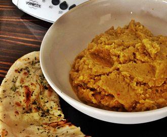 Dhal- indiai vöröslencse főzelék, naan kenyérrel