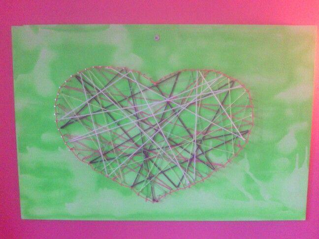 Kunst met mdf-plaat, spijkers en wol. Made by Marjolein.