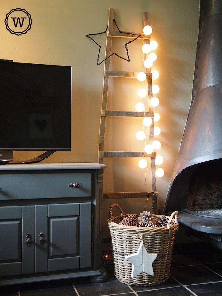 wonen #landelijke stijl, #sfeer haard, oude #ladder met lichtjes...