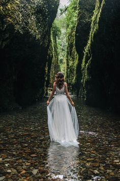organic riverbed elopement inspiration in oregon // portland, or wedding & elopement photographer