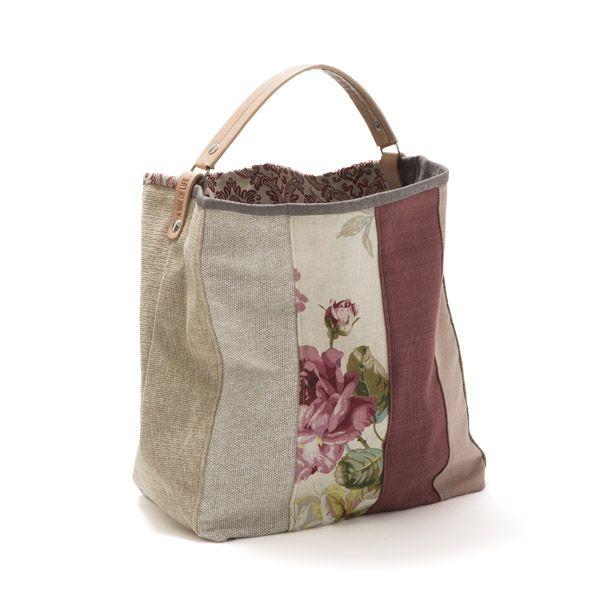 Saco grande.Mala, estilo saco em tecido, forrada. Alça em couro natural.Pode ser usado tanto no ombro como no braço. Handmade - numerado. Medidas:50x33x20cm
