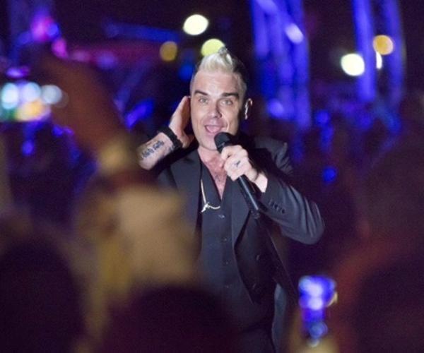 A Porto Cervo l'esclusivo show di Robbie Williams al costo di 2500 euro a biglietto - La Stampa