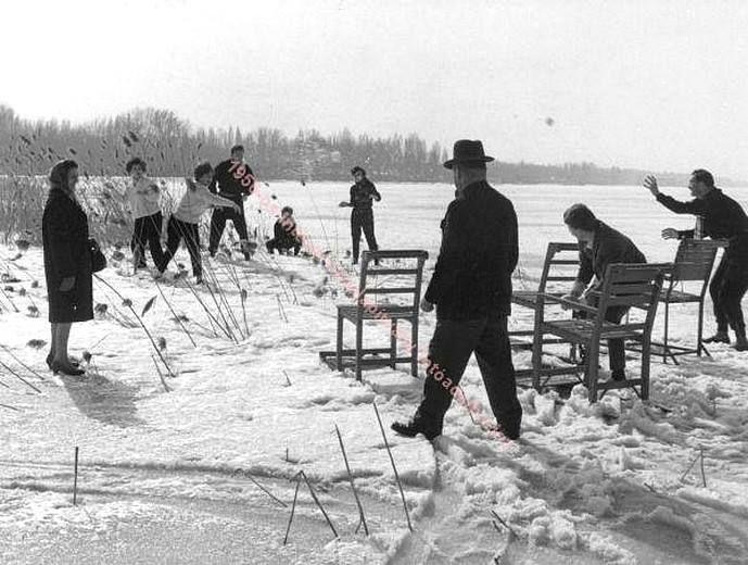 Fakutyázók és hógolyózók a befagyott Balatonon, 1963.