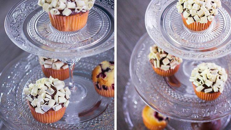 11 best cake stand images on pinterest wedding cup cakes wedding cupcakes and cake wedding. Black Bedroom Furniture Sets. Home Design Ideas
