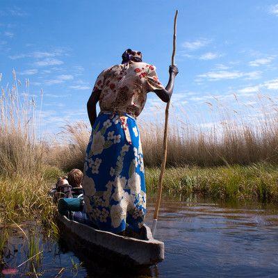Дельта річки Окаванго відома своєю багатою природою. У що річка впадає? ні в що! Ця річка унікальна, вона широко розливається по пустелі Калахарі, і створює одну з найбільших річкових дельт в світі.