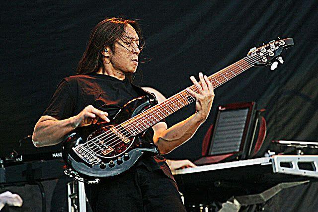 Macam-macam Teknik Dasar Gitar Bass yang perlu Anda kuasai untuk menjadi seorang bassit handal dan profesional.
