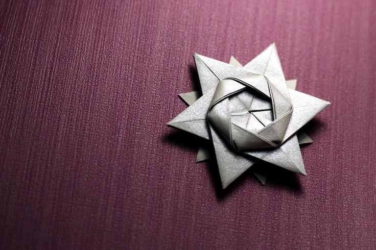 Видео-урок по сборке интересной модели оригами 12-конечной звезды по схеме мастера оригами Петера Келлера (Peter Keller).