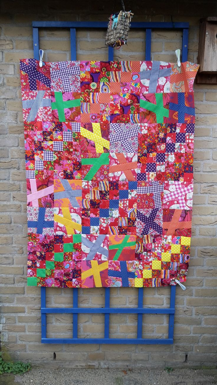 https://flic.kr/p/Cv1ZLm | 15 Wonky Cross Around the World | Last sewing of 2015. A wonky cross and trip around the world combined, just because I wanted to sew both blocks :-). As always it will be donated.